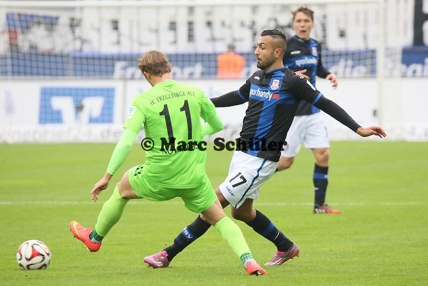 Joan Oumari (FSV) gegen Arvydas Novikoas (Aue) - FSV Frankfurt vs. FC Erzgebirge Aue, Frankfurter Volksbank Stadion