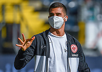 Andre Silva (Eintracht Frankfurt) mit Maske im Innenraum der Commerzbank Arena - 16.05.2020, Fussball 1.Bundesliga, 26.Spieltag, Eintracht Frankfurt  - Borussia Moenchengladbach emspor, v.l. Stadionansicht / Ansicht / Arena / Stadion / Innenraum / Innen / Innenansicht / Videowall<br /> <br /> <br /> Foto: Jan Huebner/Pool VIA Marc Schüler/Sportpics.de<br /> <br /> Nur für journalistische Zwecke. Only for editorial use. (DFL/DFB REGULATIONS PROHIBIT ANY USE OF PHOTOGRAPHS as IMAGE SEQUENCES and/or QUASI-VIDEO)
