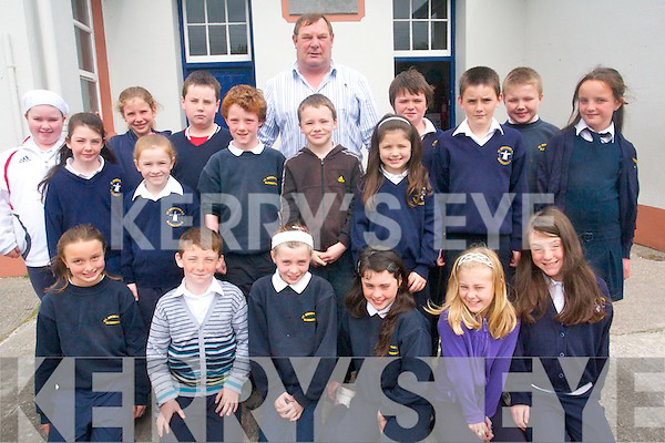 Third class pupils of Blennerville National School in Tralee with their principal and teacher, Michael O'Connor who is retiring from his position this year. .Front L-R Mebh Moloney, Cody Barry, Sheanna Moriarty, Ava Flynn, Alanah Harcksen Flood and Sophie O'Brien.Middle L-R Aislinn Quirke, Melanie Smith, Fergal O'Brien, Luke Daly, Tia Kelly, Ryan O'Donnell and Alannah Blennerhassett .Back L-R Rachael Dunne, Ellen Wallace, Adam Fleming, Principal Michael O'Connor, Cilian Ryan and Ciara?n O'Donoghue.