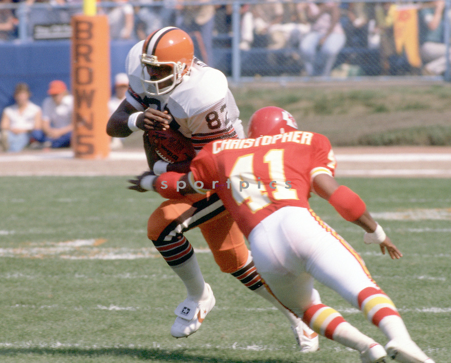 Cleveland Browns Ozzie Newsome (82) during a game from his career with the Cleveland Browns. Ozzie Newsome played for 13 seasons, all with the Cleveland Browns, was and 3-times Pro Bowler and was inducted into the Pro Football Hall of Fame in 1999.(SportPics)