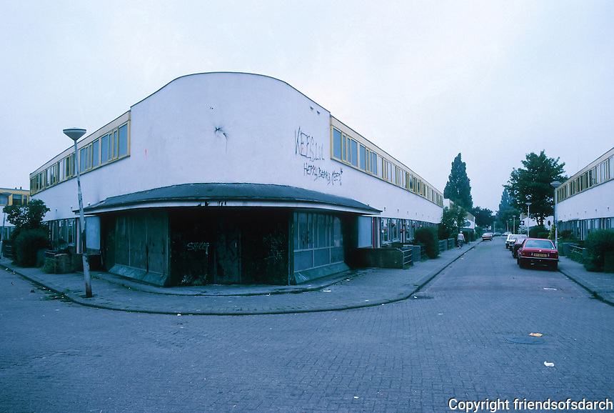 J.J.P. Oud: Kiefhoek Housing Estate, Rotterdam 1925-30. To the right Heer Arnoldstraat. An abandoned shop in center.