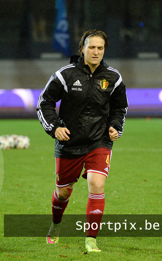 20151130 - LEUVEN ,  BELGIUM : Belgian Maud Coutereels pictured during the female soccer game between the Belgian Red Flames and Serbia , the third game in the qualification for the European Championship in The Netherlands 2017  , Monday 30 November 2015 at Stadion Den Dreef  in Leuven , Belgium. PHOTO DIRK VUYLSTEKE