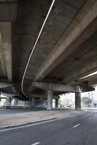 Marseille, Jan 2014. Sous l'autoroute A55, quartier de la cabucelle.
