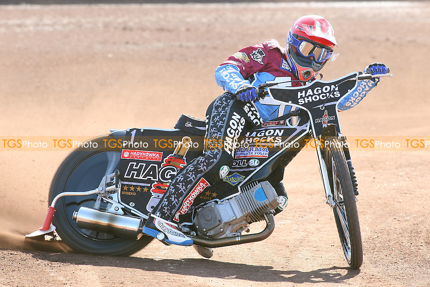 Lee Richardson of Lakeside Hammers in riding action - Lakeside Hammers Speedway Press & Practice Day at Arena Essex Raceway, Purfleet, Essex - 23/03/11 - MANDATORY CREDIT: Gavin Ellis/TGSPHOTO - Self billing applies where appropriate - Tel: 0845 094 6026