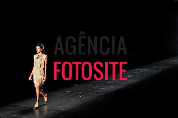 São Paulo, Brasil – 14/06/2010 - Desfile de Fernanda Yamamoto  durante o São Paulo Fashion Week  -  Verao 2011. Foto: Cris von Almen / Ag. Fotosite
