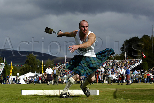 September 06, 2003: A competitor throws the 28lb weight during the Braemar Royal Highland Gathering, The Princess Royal and Duke of Fife Memorial Park, Scottish Highlands Photo: Glyn Kirk/Action Plus...Highland Games 030906 strength strongman kilt kilts throwing