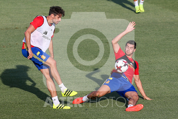 Spanish Javi Martinez and Alvaro Morata during the first training of the concentration of Spanish football team at Ciudad del Futbol de Las Rozas before the qualifying for the Russia world cup in 2017 August 29, 2016. (ALTERPHOTOS/Rodrigo Jimenez)