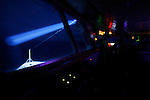 Navigation de nuit. Spot à la recherche des icebergs. Croisière à bord du NordNorge. Péninsule Antarctique