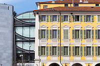 Europe/France/Provence-Alpes-Côte d'Azur/Alpes-Maritimes/Nice: Façade des Maisons Place Garibaldi et du Musée d'art moderne et d'art contemporain de Nice, MAMAC //   Europe, France, Provence-Alpes-Côte d'Azur, Alpes-Maritimes, Nice: Houses facade Place Garibaldi and Musée d'art moderne et d'art contemporain de Nice, MAMAC , Place Garibaldi is one of the oldest and the largest squares in Nice