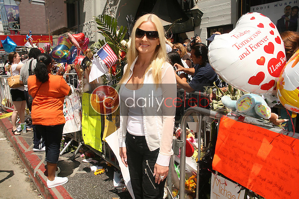 Katie Lohmann<br />Visiting the Michael Jackson Star on the Hollywood Walk of Fame. Hollywood Boulevard, Hollywood, CA. 06-30-09<br />Dave Edwards/DailyCeleb.com 818-249-4998