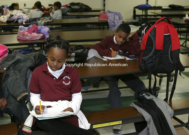 HARTFORD, CT,  20 NOVEMBER 2006, 112006BZ11- Nailah Bowen, 8, gr. 4, and Keshon Abrom, 9, gr. 4, work on homework during &quot;extended day&quot; activities at the Jumoke Academy in Hartford Monday afternoon. <br /> Jamison C. Bazinet Republican-American