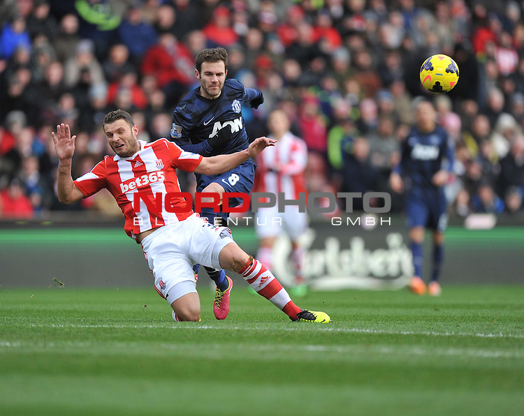 Manchester United's Juan Mata shot gets blocked by Stoke City's Erik Pieters -  01/02/2014 - SPORT - FOOTBALL - Britannia Stadium - Stoke-On-Trent - Stoke v Manchester United - Barclays Premier League<br /> Foto nph / Meredith<br /> <br /> ***** OUT OF UK *****