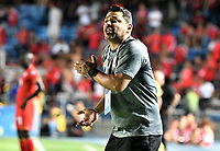 CALI - COLOMBIA-28-02-2019: Gerardo Bedoya técnico del Santa Fe gesticula durante partido por la fecha 7 de la Liga Águila I 2019 entre América de Cali e Independiente Santa Fe jugado en el estadio Pascual Guerrero de la ciudad de Cali. / Gerardo Bedoya coach of Santa Fe gestures during match for the date 7 as part of Aguila League I 2019 between America Cali and Independiente Santa Fe played at Pascual Guerrero stadium in Cali. Photo: VizzorImage / Gabriel Aponte / Staff