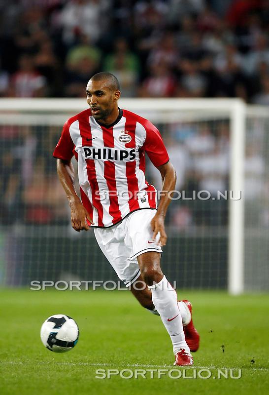 Nederland, Eindhoven, 27 augustus 2009 .PSV-FC Bnei-Yehuda Tel-Aviv (1-0) .Orlando Engelaar van PSV in actie met bal.