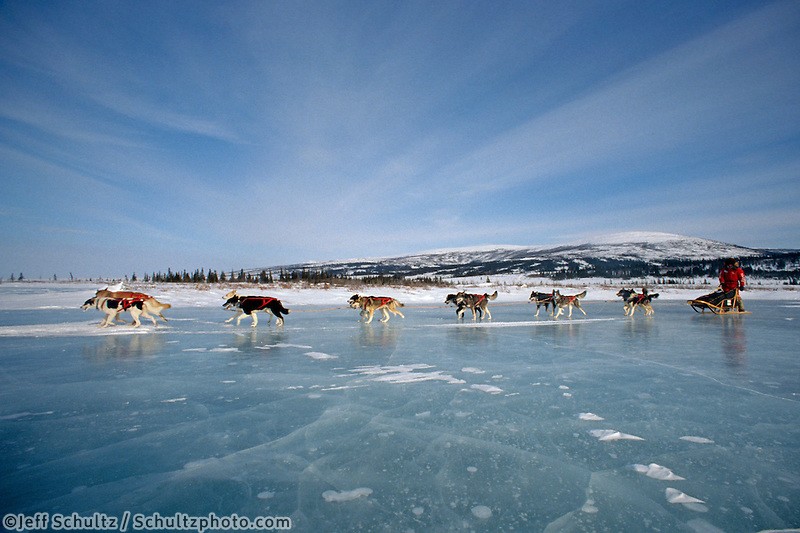 Susan Butcher on Frozen Tundra lake 1990 Iditarod near Shaktoolik