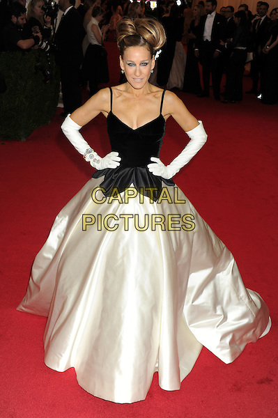 NEW YORK, NY - MAY 05: Sarah Jessica Parker at the 'Charles James: Beyond Fashion' Costume Institute Gala at the Metropolitan Museum of Art on May 5, 2014 in New York City. Credit: mpi01/MediaPunch<br /> CAP/MPI01<br /> &copy;MPI01/Capital Pictures
