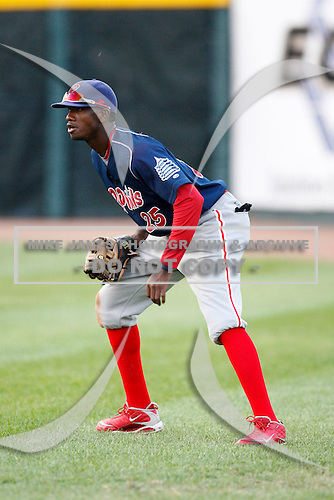 August 1, 2009:  Right Fielder Dominic Brown of the Reading Phillies during a game at Jerry Uht Park in Erie, PA.  Reading is the Eastern League Double-A affiliate of the Philadelphia Phillies.  Photo By Mike Janes/Four Seam Images