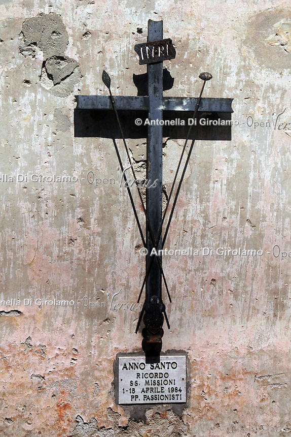 Crocifisso sul muro. Crucifix on the wall....
