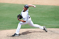 July 12, 2009:  Pitcher Alan Farina of the Dunedin Blue Jays delivers a pitch during a game at Dunedin Stadium in Dunedin, FL.  Dunedin is the Florida State League High-A affiliate of the Toronto Blue Jays.  Photo By Mike Janes/Four Seam Images