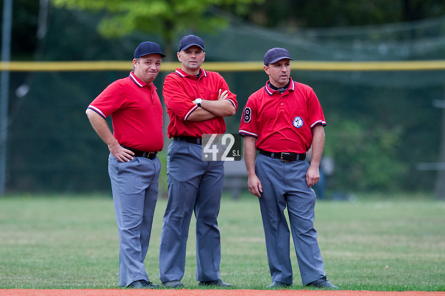 03 october 2009: Stephane Larzul (middle) talks to Fabien Carette Legrand (left) and Franck Benasseur (righ) during game 1 of the 2009 French Elite Finals won 6-5 by Rouen over Savigny in the 11th inning, at Stade Pierre Rolland stadium in Rouen, France.
