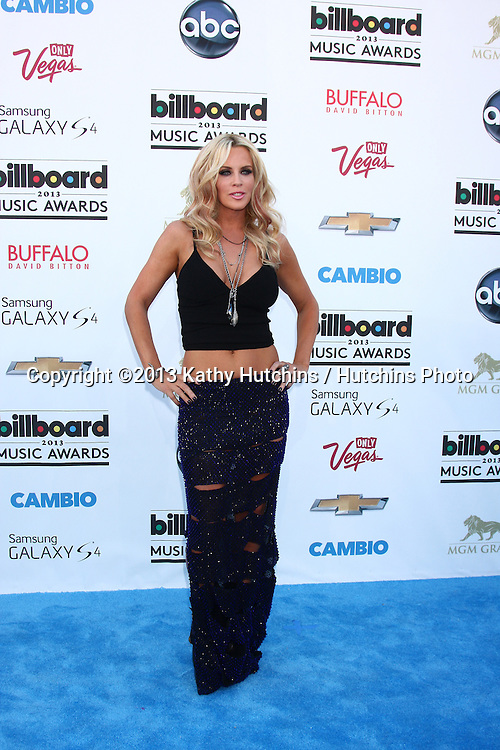LOS ANGELES -  MAY 19:  Jenny McCarthy arrives at the Billboard Music Awards 2013 at the MGM Grand Garden Arena on May 19, 2013 in Las Vegas, NV