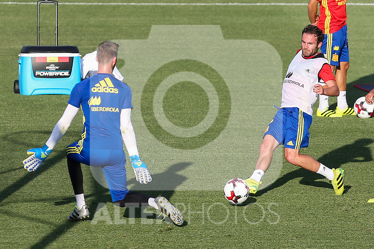 Spanish David De Gea and Koke Resurrecccion  during the first training of the concentration of Spanish football team at Ciudad del Futbol de Las Rozas before the qualifying for the Russia world cup in 2017 August 29, 2016. (ALTERPHOTOS/Rodrigo Jimenez)