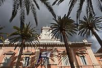 Europe/France/2A/Corse du Sud/Ajaccio: Beffroi  de l'hotel de ville construit entre 1824 et 1830 - et les palmiers