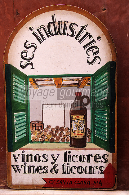 Europe/Espagne/Baléares/Minorque/Ciutadella : Enseigne d'une boutique de vins et liqueurs