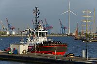 GERMANY, Hamburg, annual port event Hafengeburtstag with sailing ships on river Elbe and Nordex wind turbine at Hamburg Wasser Koehlbrandhoeft / DEUTSCHLAND Hamburg, Hafengeburtstag, Boote, Schiffe auf der Elbe vor Nordex Windkraftanlage auf dem Koehlbrandhoeft von Hamburg Wasser