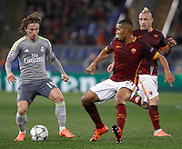 Calcio, andata degli ottavi di finale di Champions League: Roma vs Real Madrid. Roma, stadio Olimpico, 17 febbraio 2016.<br /> Real Madrid's Luka Modric, left, is challenged by Roma's William Vainqueur, center, and Radja Nainggolan, during the first leg round of 16 Champions League football match between Roma and Real Madrid, at Rome's Olympic stadium, 17 February 2016.<br /> UPDATE IMAGES PRESS/Isabella Bonotto