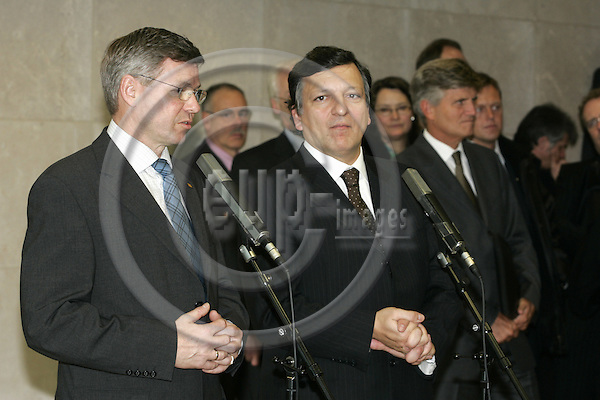BRUSSELS - BELGIUM - 08 FEBRUARY 2005 -- Kjell Magne BONDEVIK (L), the Prime Minister of Norway and Jose Manuel DURAO BARROSO the President of the EU-Commission during their press conference after their meeting.  -- PHOTO: JUHA ROININEN / EUP-IMAGES
