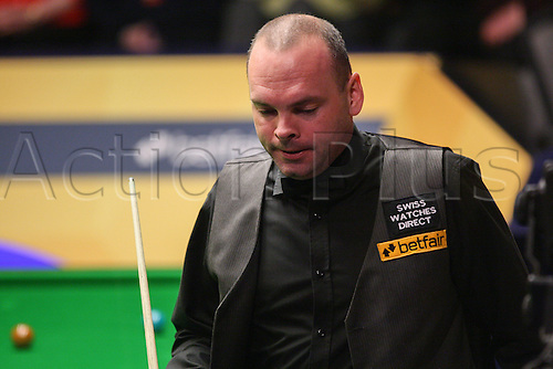 01.05.2013 Sheffield, England. Stuart Bingham in action against Ronnie O'Sullivan during the Quarter Final of the World Snooker Championships from The Crucible Theatre.