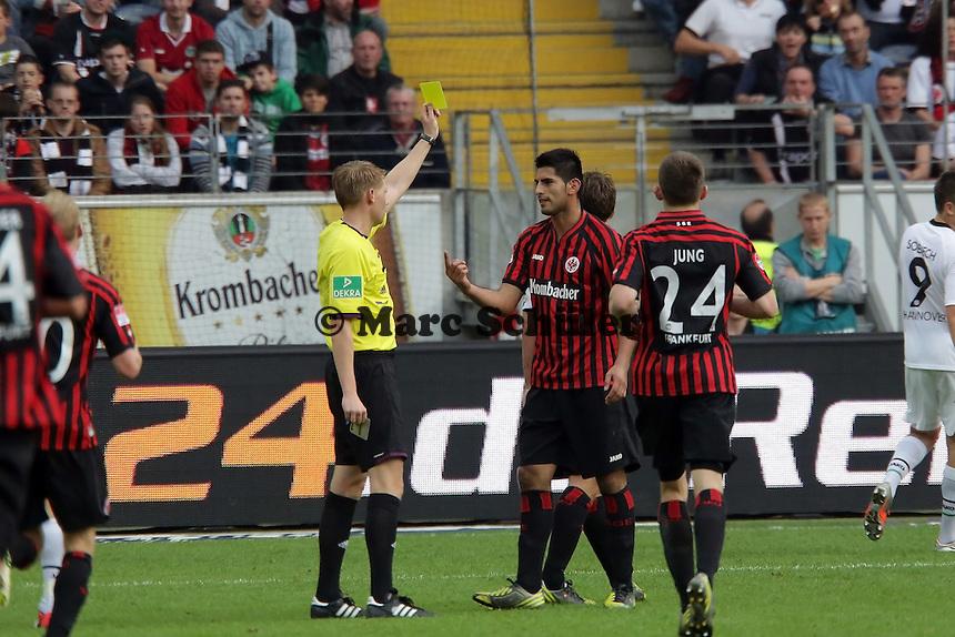 Gelbe Karte fuer Carlos Zambrano (Eintracht)
