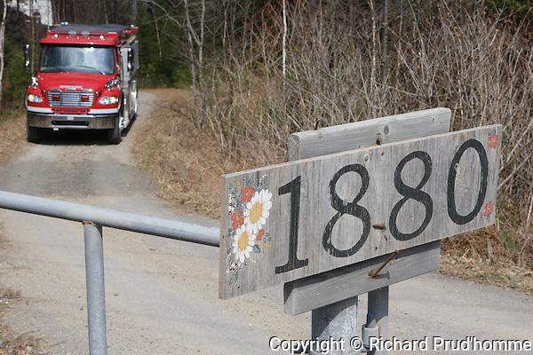 incendie chalet au 1880 route 343 a Saint-Alphonse-de-Rodriquez.  Jeudi le 19 avril 2012.