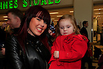 Emily May and Sabrina waiting on Santa arriving at the Drogheda Town centre.<br /> Picture: Fran Caffrey www.newsfile.ie