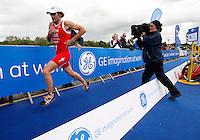 Photo: Richard Lane/Richard Lane Photography. GE Strathclyde Park Triathlon. 22/05/2011. Elite Men winner, Tim Don running.
