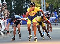 OOSTENDE – BELGICA – 28-08-2013: Boris Peña,   patinador de Colombia gana medalla de oro en la prueba de los 20000 metros eliminación en el patinodromo Mundialista Track en Oostende,  Belgica, agosto 28 de 2013. (Foto: VizzorImage / Luis Ramirez / Staff).  Boris Peña, Colombia skater, wins  the golden medal in the testing of the 20000 meters elimination in the Mundialist Track in Oostende, Belgium, August 28, 2013. (Photo: VizzorImage / Luis Ramirez / Staff).