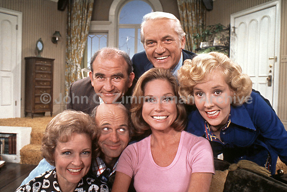 Mary Tyler Moore Cast Photo from Fifth Season, 1974: Mary Tyler Moore, Betty White, Gavin MacLeod, Ed Asner, Ted Knight, Georgia Engel, CBS Studios, Los Angeles. Photographer John G. Zimmerman
