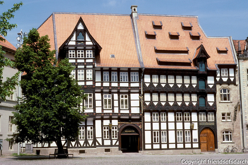 Braunschweig: Brunswick Burgplatz. Unidentified fachwerk building. Photo '87.