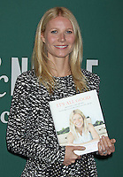 """Gwyneth Paltrow signs her new book : """" It's All Good: Delicious, Easy Recipes - Los Angeles"""