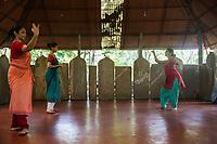 scuola di danza / dance school Nrityagram danzatrici durante le lezioni