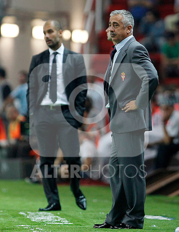 Sporting de Gijon's coach Manuel Preciado (r) and FC Barcelona's coach Pep Guardiola during La Liga match.October 2,2011. (ALTERPHOTOS/Acero)