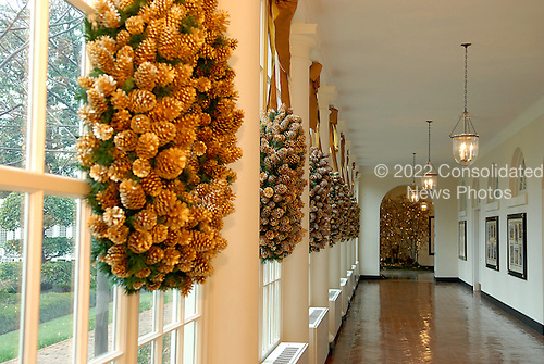 Washington, DC - November 29, 2007 -- Corridor where visitors enter the White House in the East Wing decorated with the 2007 White House Christmas Decorations in Washington, D.C. on Thursday, November 29, 2007..Credit: Ron Sachs / CNP