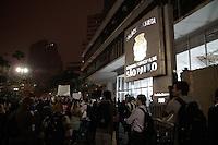 SÃO PAULO, SP - 20.06.2013: 7 GRANDE ATO PASSE LIVRE - Manifestantes lotam a a frente da Camara de São Paulo no 7º Grande Ato Contra O Aumento da Tarifa nesta 5 feira (20) (Foto: Marcelo Brammer/Brazil Photo Press)