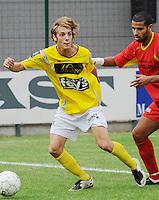 SC Wielsbeke - Cappellen FC..Gauthier Lauwers aan de bal voor Hamza Rizki (rechts)..foto VDB / BART VANDENBROUCKE
