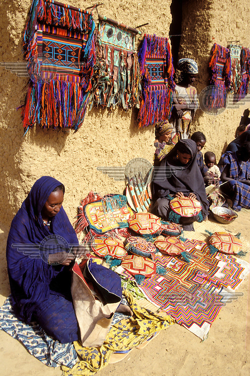 ©Giacomo Pirozzi/Panos Pictures..Mali. Income generation: Toureg women making traditional handcrafts.