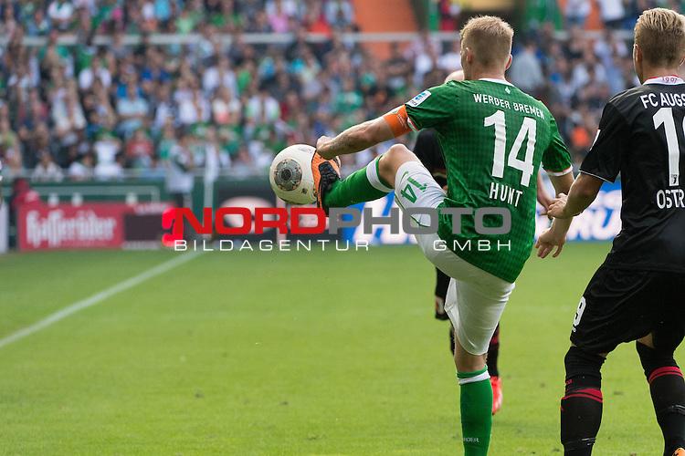 17.08.2013, Weser Stadion, Bremen, GER, 1.FBL, Werder Bremen vs FC Augsburg, im Bild<br /> R&uuml;ckansicht Ballannahme #eb14#<br /> <br /> Foto &copy; nph / Kokenge