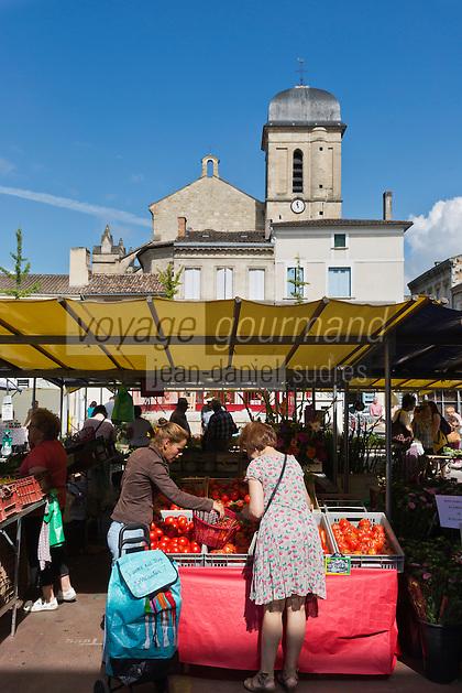 Europe/France/Aquitaine/47/Lot-et-Garonne/Marmande: Place du Marché - Jour  de marché à Marmande et Eglise Notre-Dame