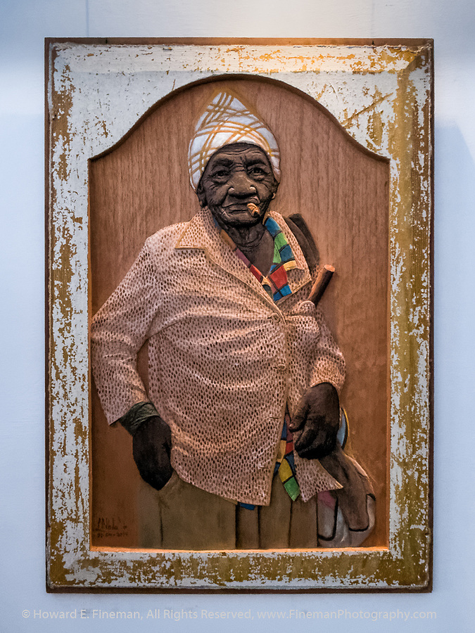 Lazaro Niebla's Carved wood portraits of Cuban lady