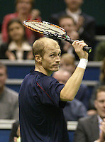 22-2-06, Netherlands, tennis, Rotterdam, ABNAMROWTT, Nikolay Davidenko ithanks the crowd after defeating Rusedski